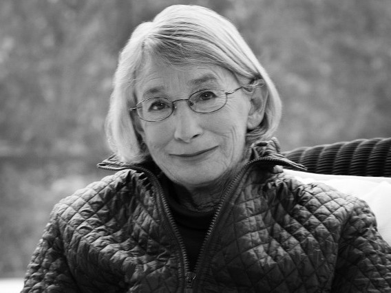 We remember award-winning poet, Mary Oliver. - The Booktopian