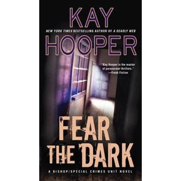 Fear the Dark - Kay Hooper | Karta-nauczyciela.org