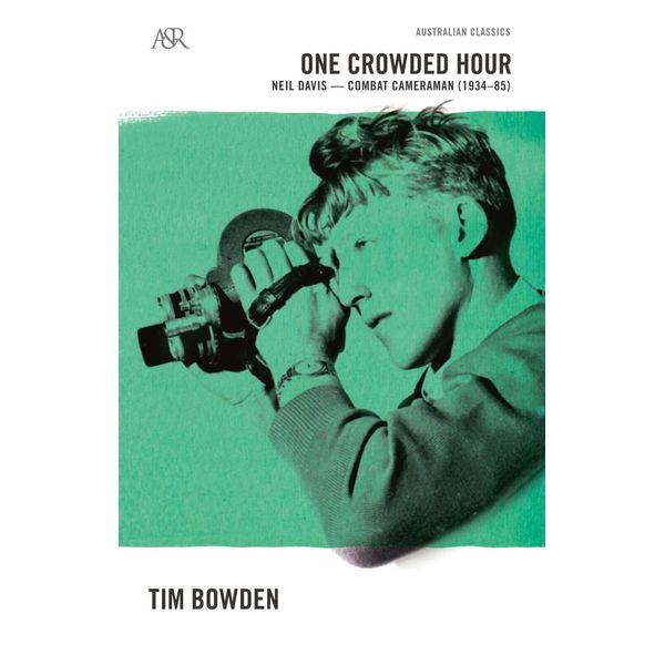 One Crowded Hour : Neil Davis, Combat Cameraman 1934-85 - Tim Bowden   Karta-nauczyciela.org